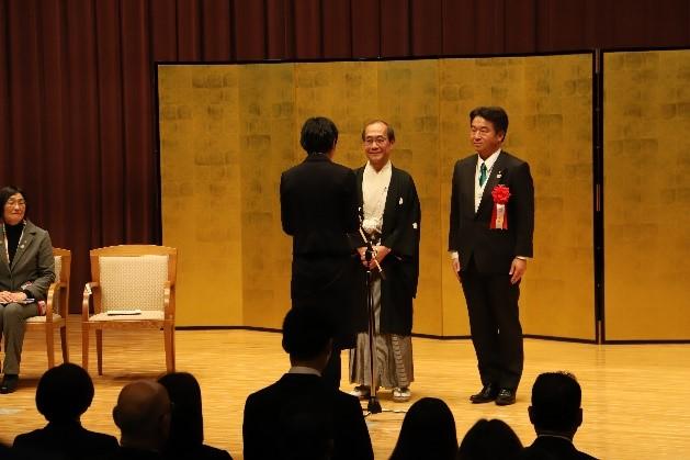 受賞者代表として謝辞を述べる太田さん
