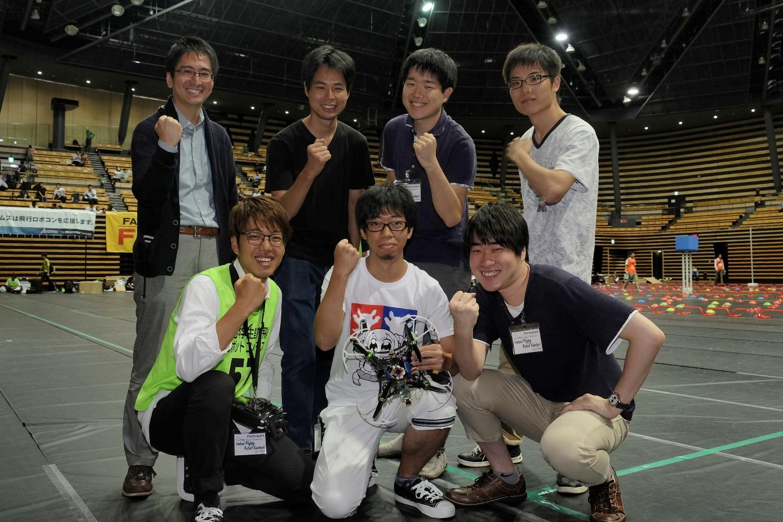 東助教とチームメンバー